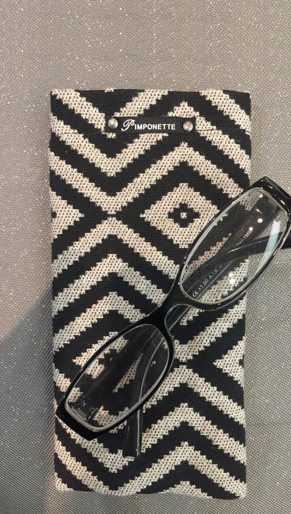 Black poncho glasses case